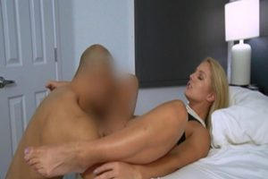1037142 Candice Dares Milf Pussy Gets Plown