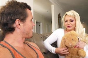 1038974 Mommy Blows Best Kelly West
