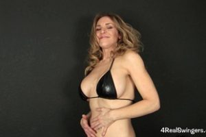 477803 4realswingers Anna Striptease