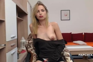 Hot Shaved Dumpster Fingers Her Pussy On A Webcam