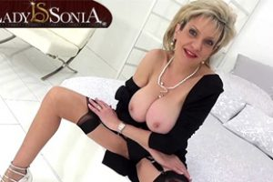 661581 Lady Sonia Explains How You Can Make Her Orgasm